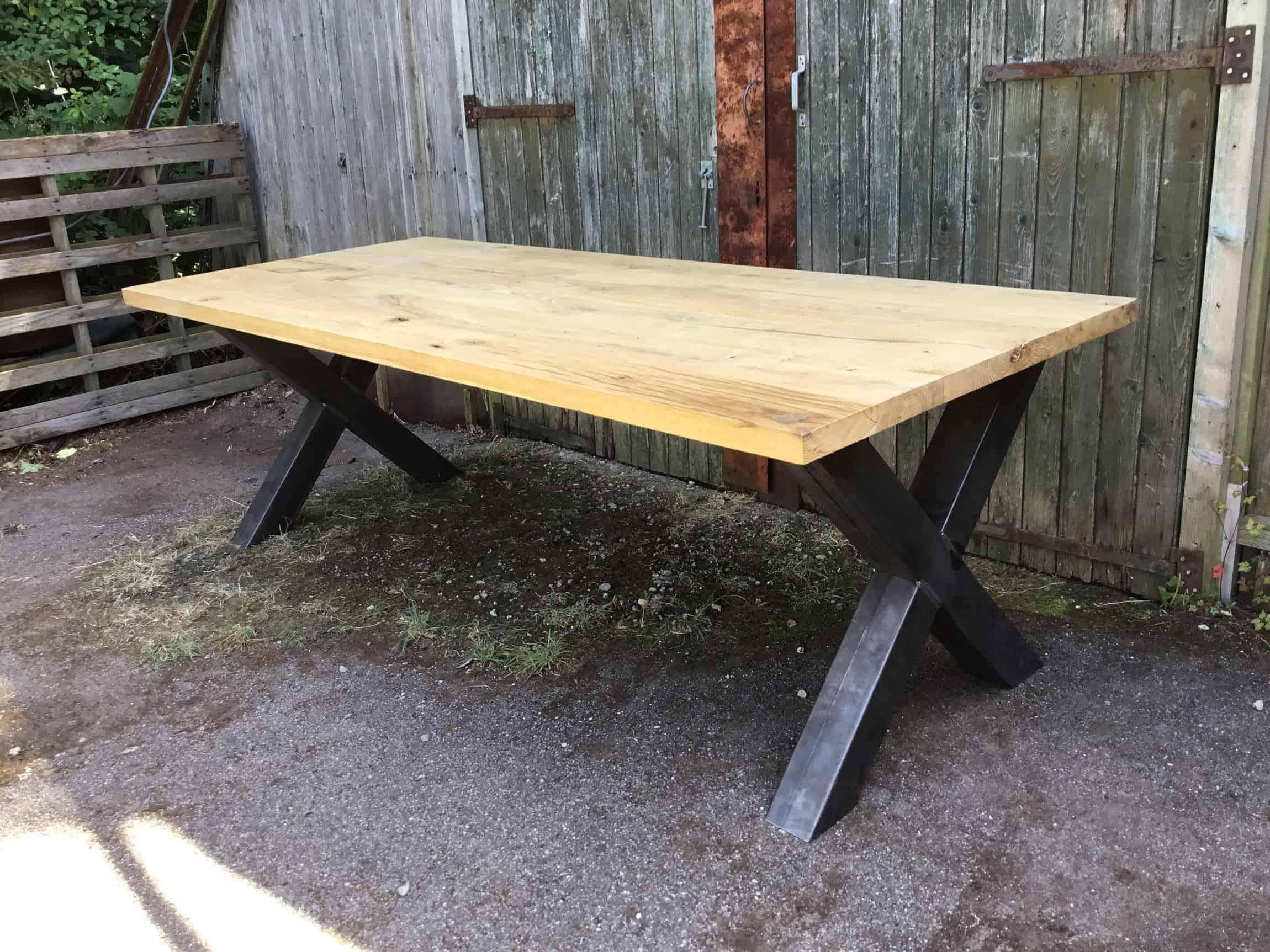 Oud eiken tafels markante tafels