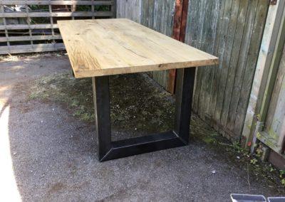 Barn oak tafel met stalen U-poot
