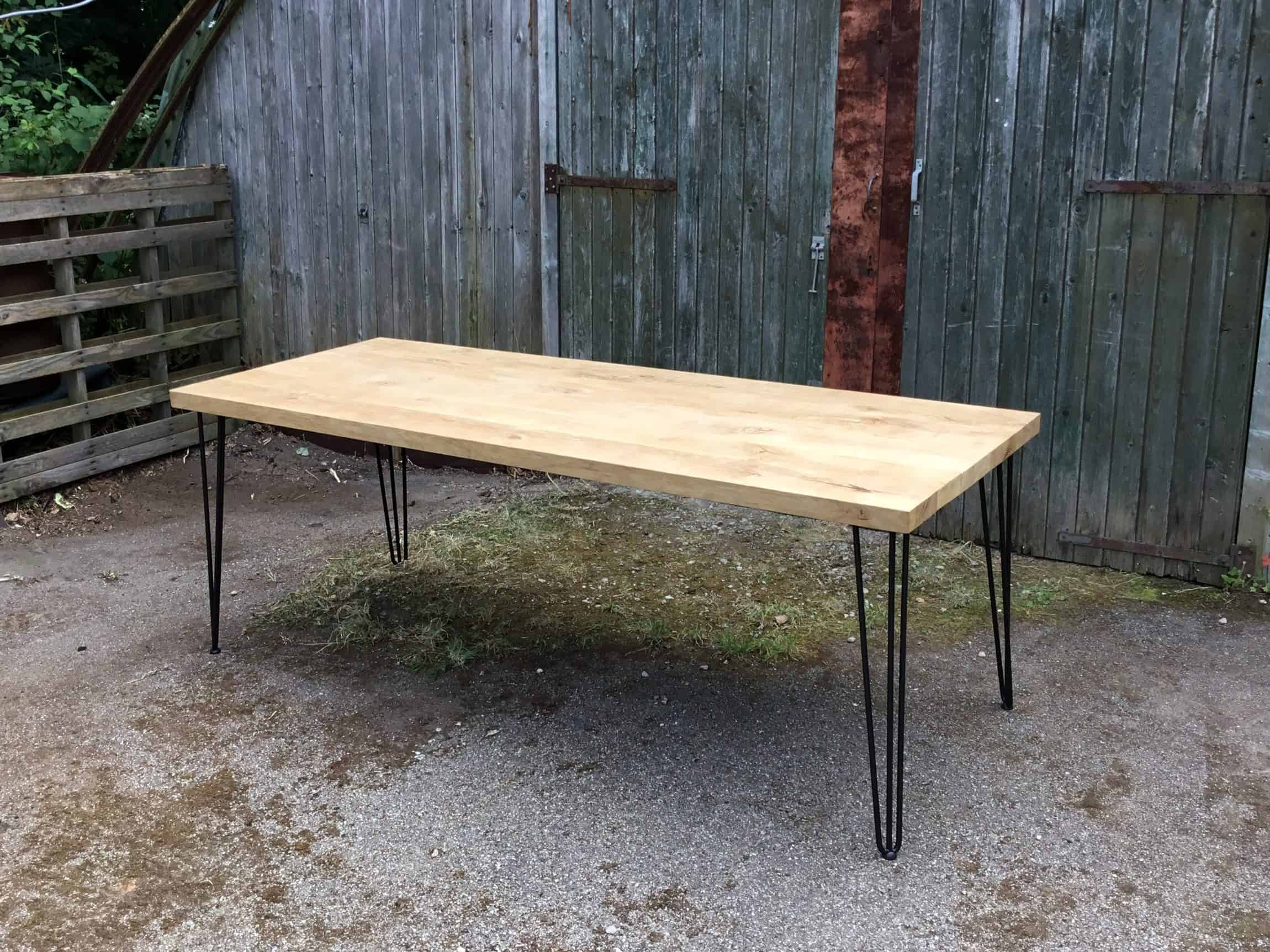 Robuuste Eiken Tafel : Robuuste eiken tafel met kruispoot