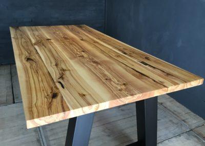 Essen hout tafel met A-poot