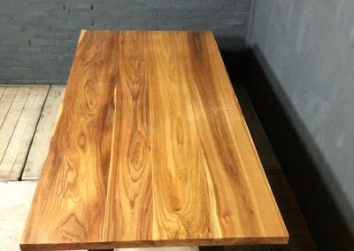 Iepen houten tafel