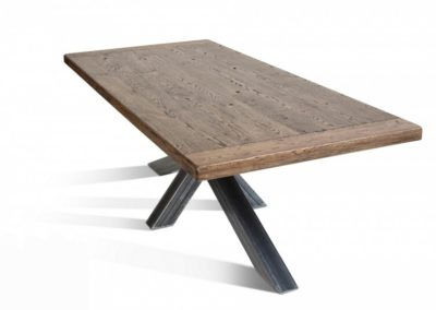 Massief eiken tafels. Alle modellen en alle onderstellen zijn te combineren. All-in prijzen vanaf € 595,-