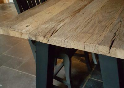 Stoere eettafel van oud verweerd eikenhout en stalen A-poten Afwerking: niet geschaafd alleen geborsteld en behandeld met ultra matte lak. 200x100 cm  € 1095,-