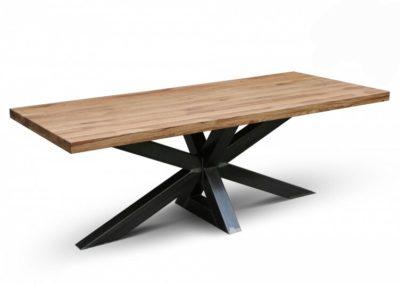 Industriële massief eiken tafel met grote Matix poot. Afwerking (kleur) olie of transparante ultra matte lak.