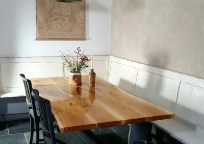 Iepen houten epoxy tafel met Matix-poot.