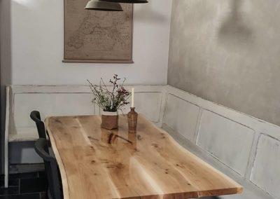 De prachtige tekening van het hout wordt door de epoxy benadrukt.