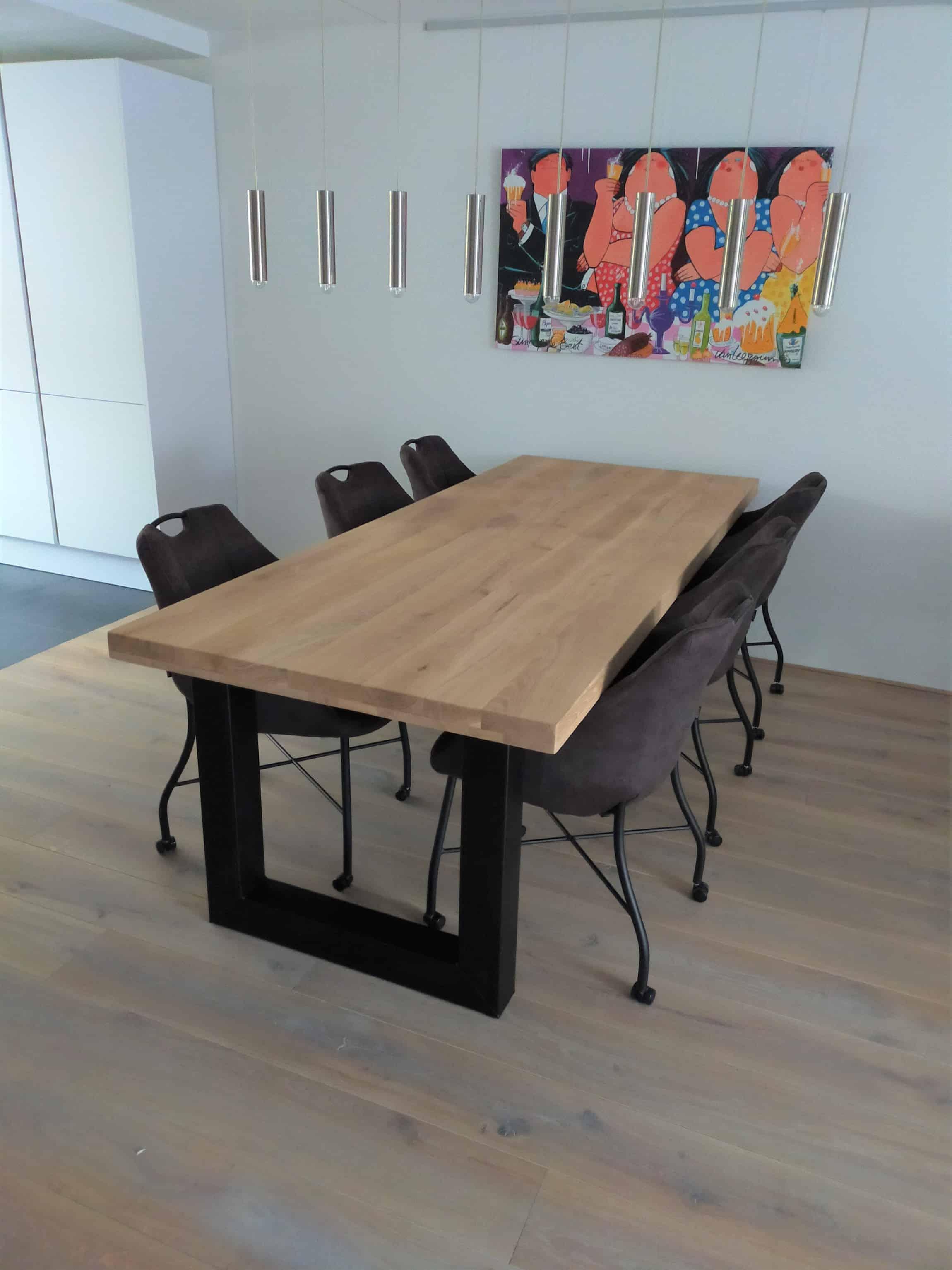 Eiken tafel afgewerkt met matte lak