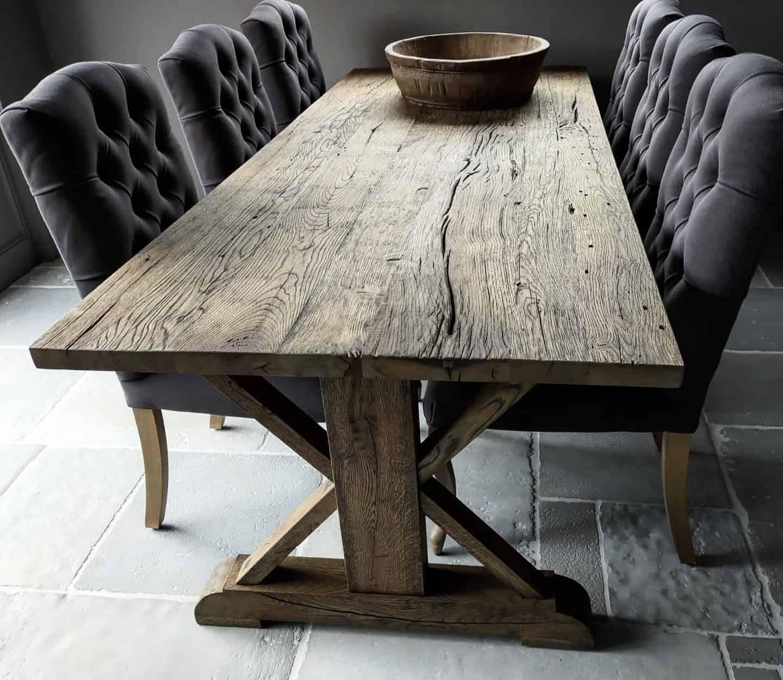 Oud eiken kasteel tafel, geborsteld en afgewerkt met de kleur antiek rustiek en matte lak