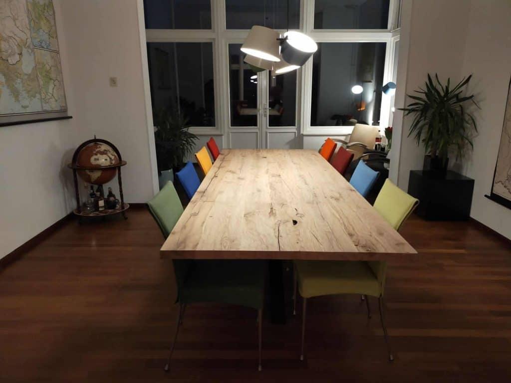 Oud eiken tafel geschaafd en geborsteld. 300x110 cm
