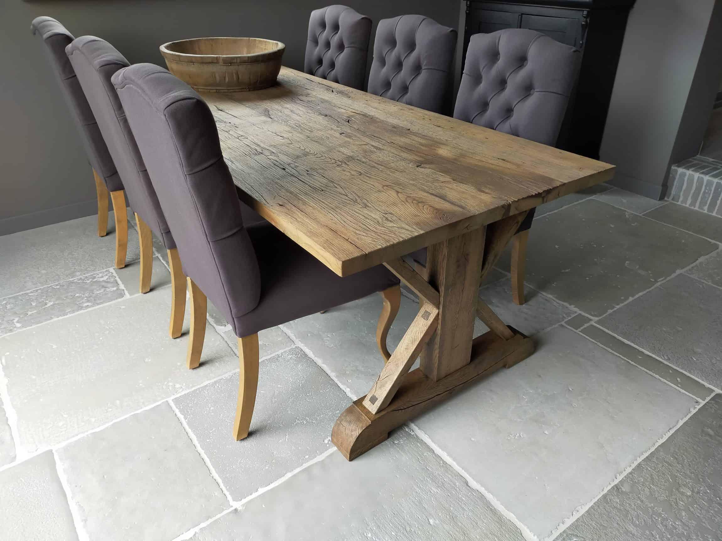 Oud eiken kasteel tafel geborsteld en afgewerkt met de kleur antiek loog en matte lak
