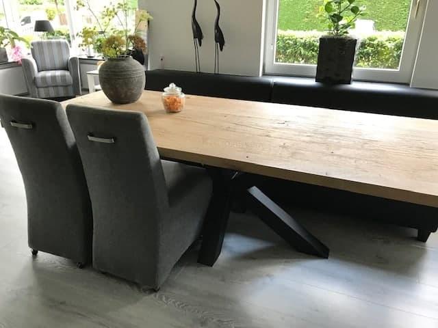 Oud eiken tafel met matrix-onderstel