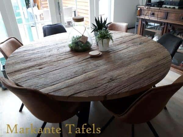 Ruige oud eiken tafel met diameter 170 cm