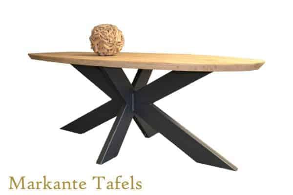 Ovale eiken tafel met verjongde rand