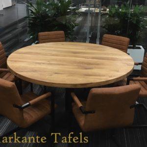 Ronde rustiek eiken tafel afgewerkt met natural olie
