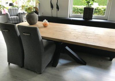 Oud eiken tafel met matrix onderstel