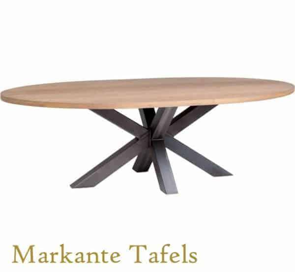 Ovale eiken tafel met stalen matrix poot
