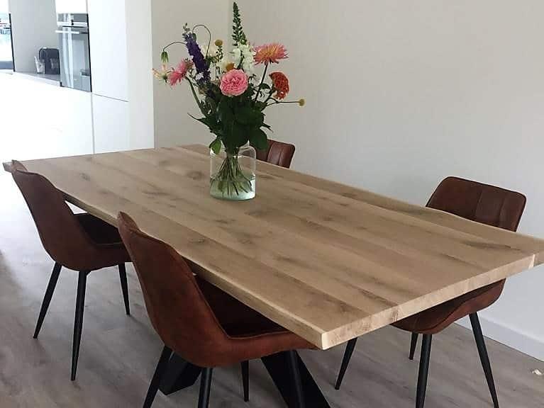 Eiken boomstam tafel afgewerkt met onzichtbare Skylt lak
