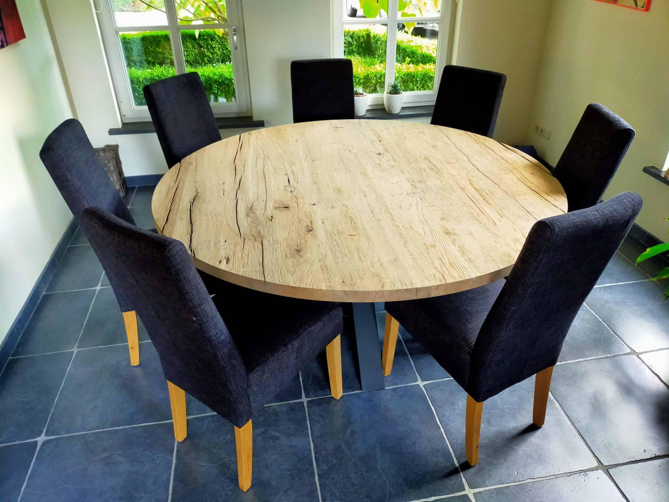 Ronde geschaafd oud eiken tafel diameter 160 cm. Afwerking geborsteld matte lak