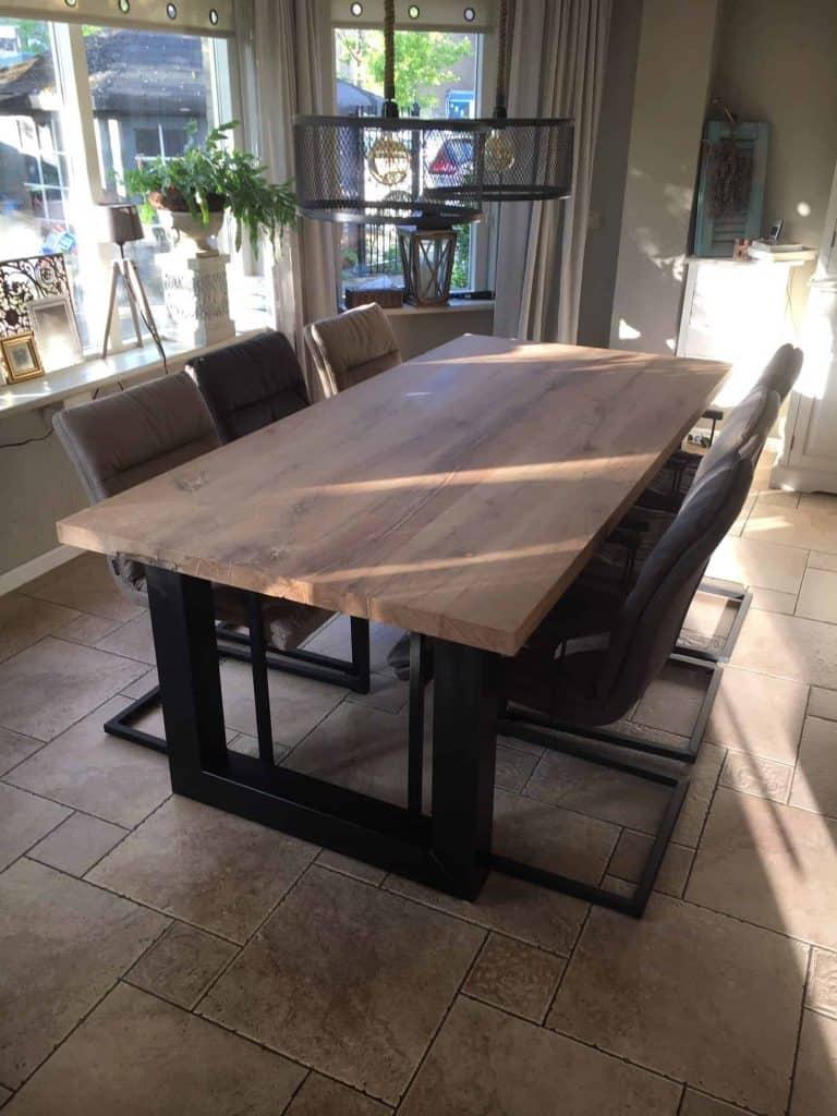 geschaafd oud eiken tafel 210x100 cm afgewerkt met matte lak
