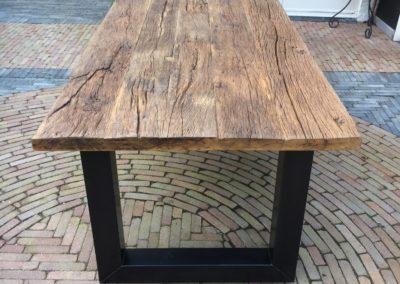 Robuust oud eiken tafel 240x100 cm met afwerking matte lak