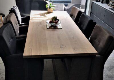 Rustiek eiken tafel met kokerframe