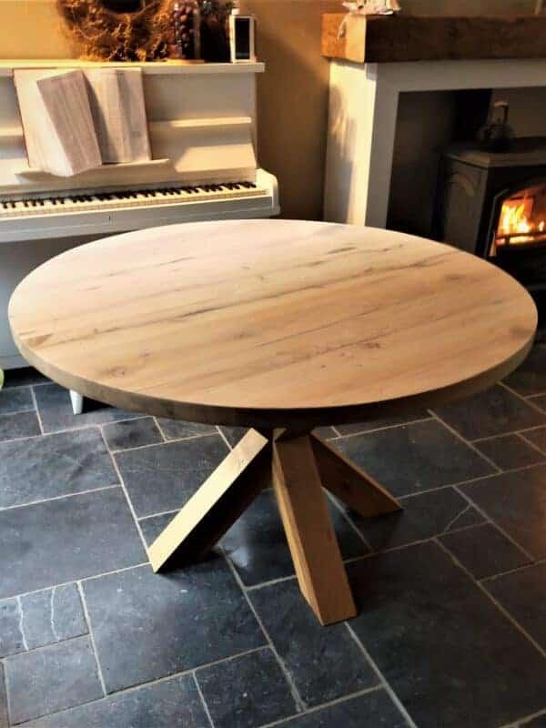 Ronde eiken tafel met eiken spinpoot. diameter 120 cm
