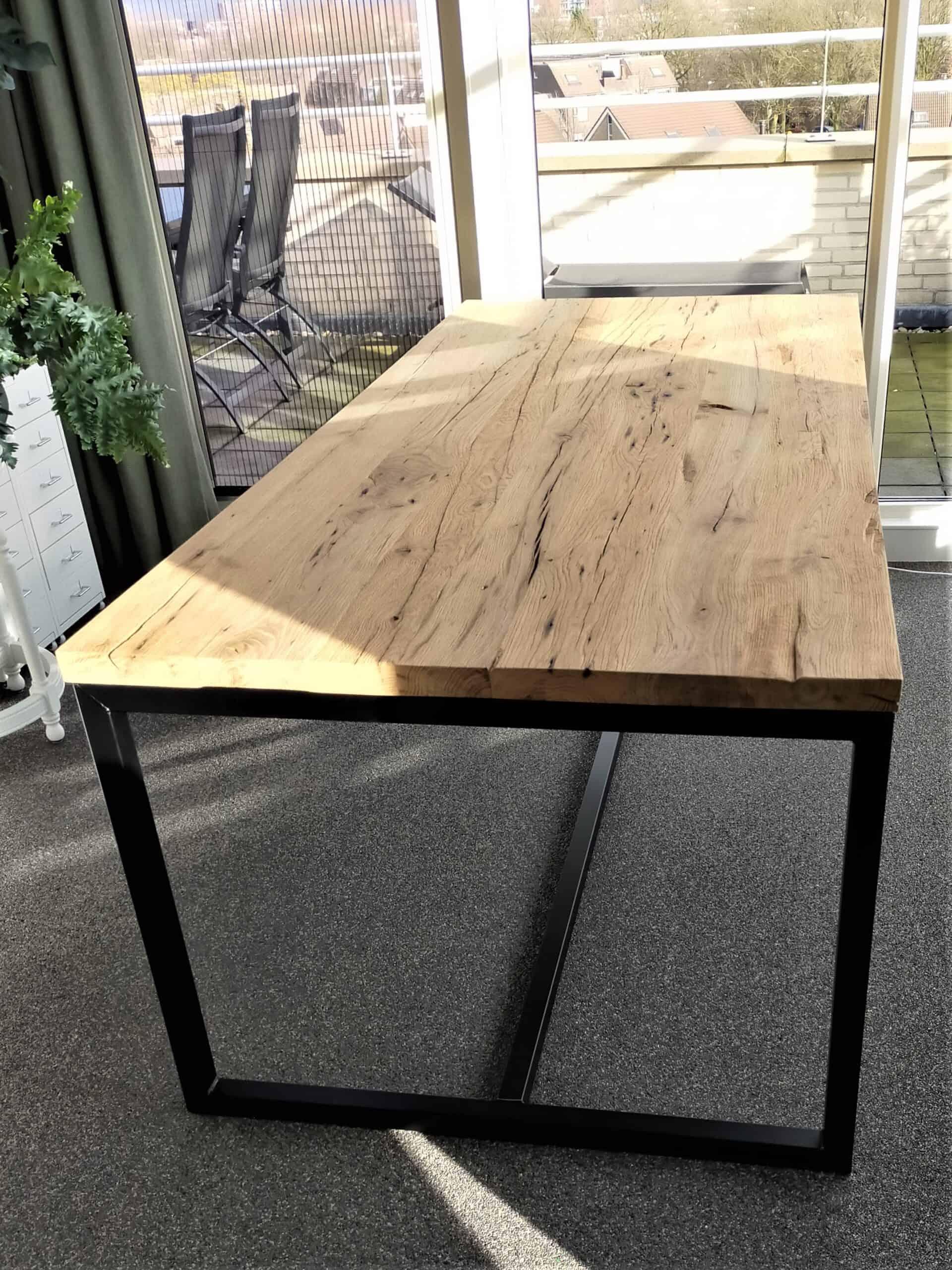 Geschaafd oud eiken tafel 220x100x4 met stalen frame