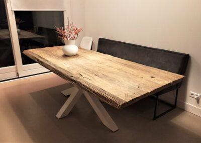 Robuust oud eiken tafel 240x100x5 cm met witte matrixpoot