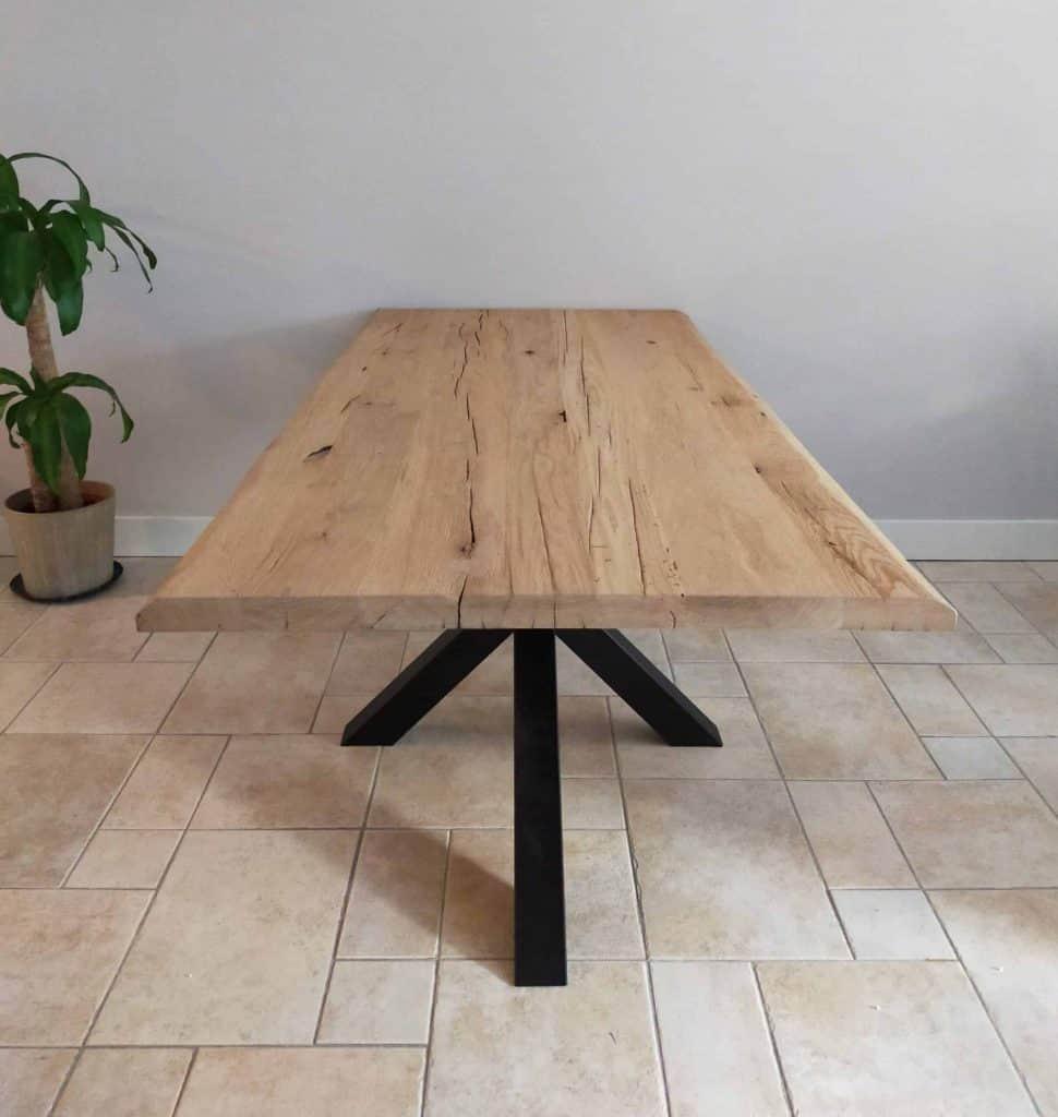 Geschaafd oud eiken tafel met matrixpoot