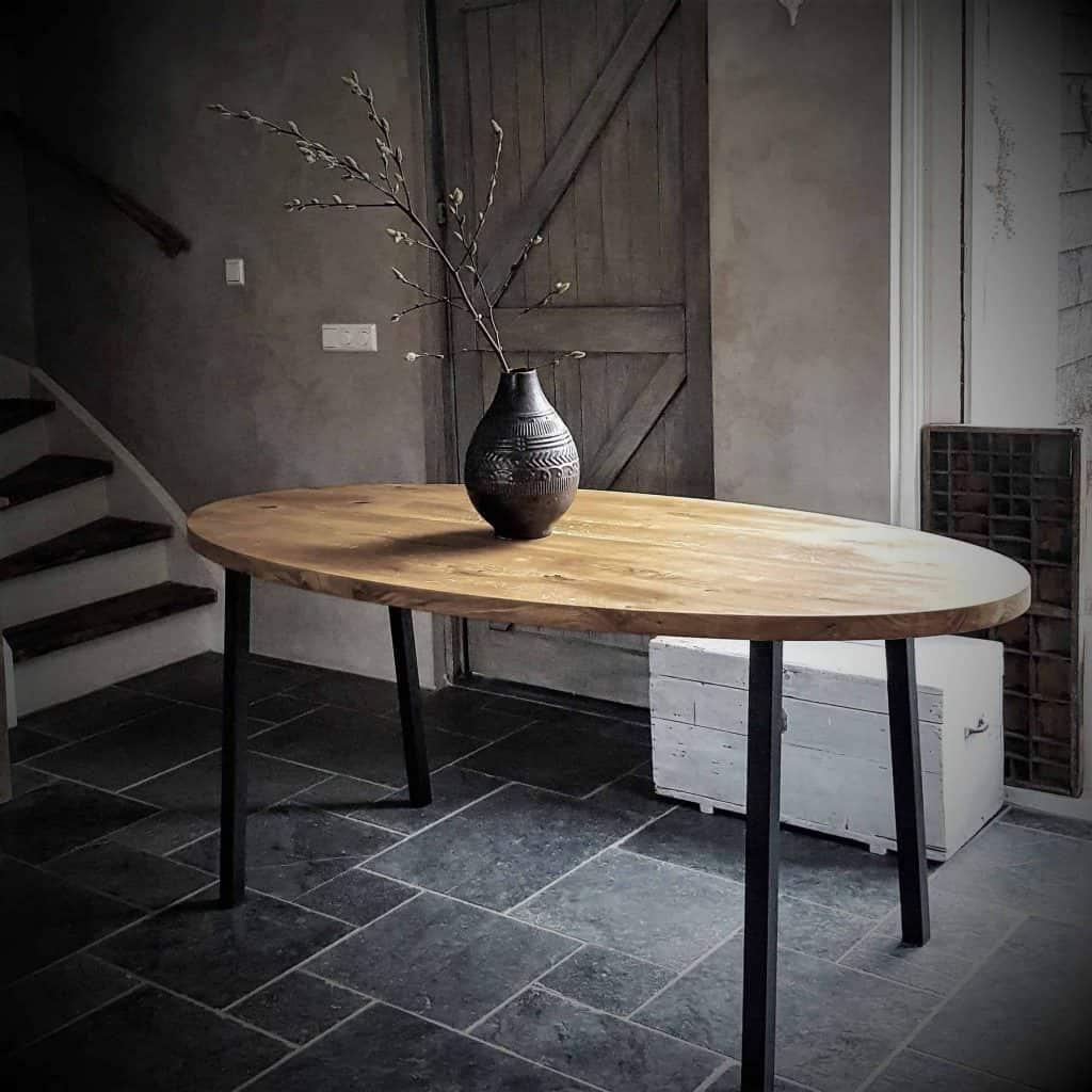 Ovale tafel met schuine pootjes 180x90 cm