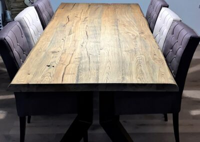 Geschaafd oud eiken tafel behandeld met antiek rustiek wax en matte lak
