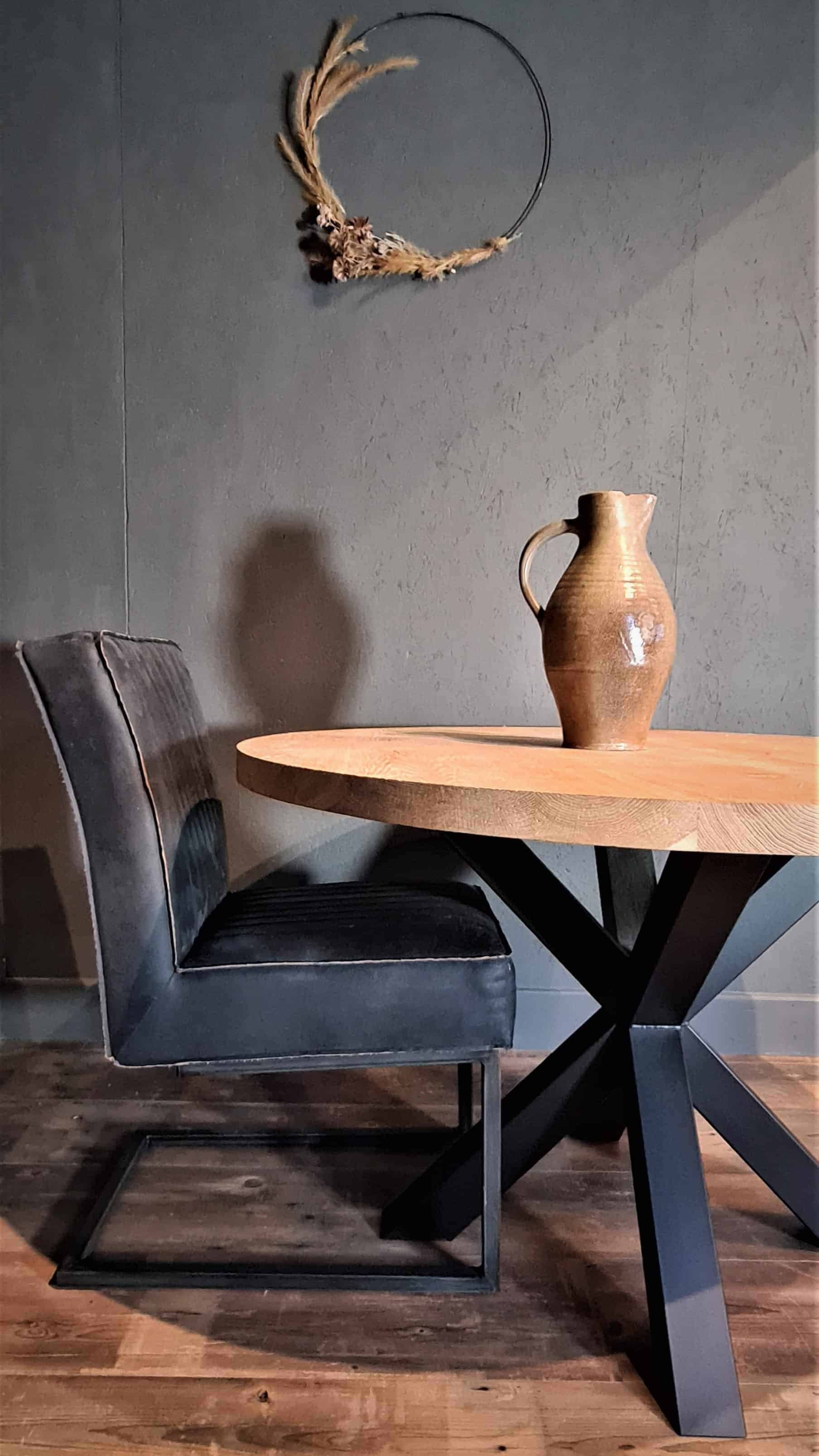 Eiken tafel diameter 120 cm met stalen spinpoot