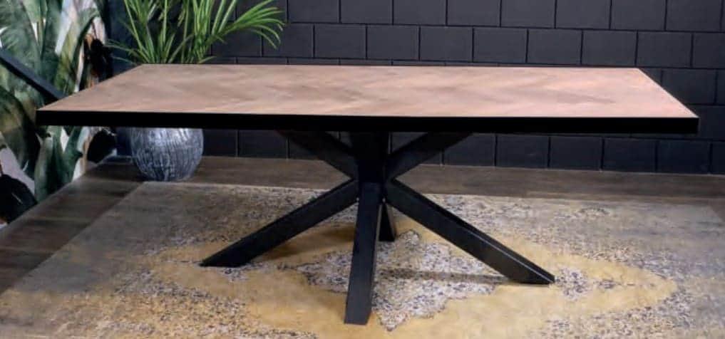 Visgraat tafel met stalen rand en Matrixpoot