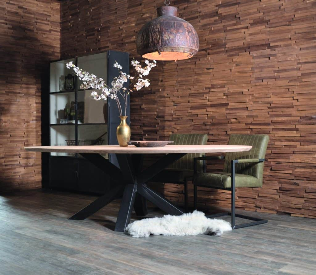 Rustiek eiken ovale tafel met verjongde rand en matrix onderstel.