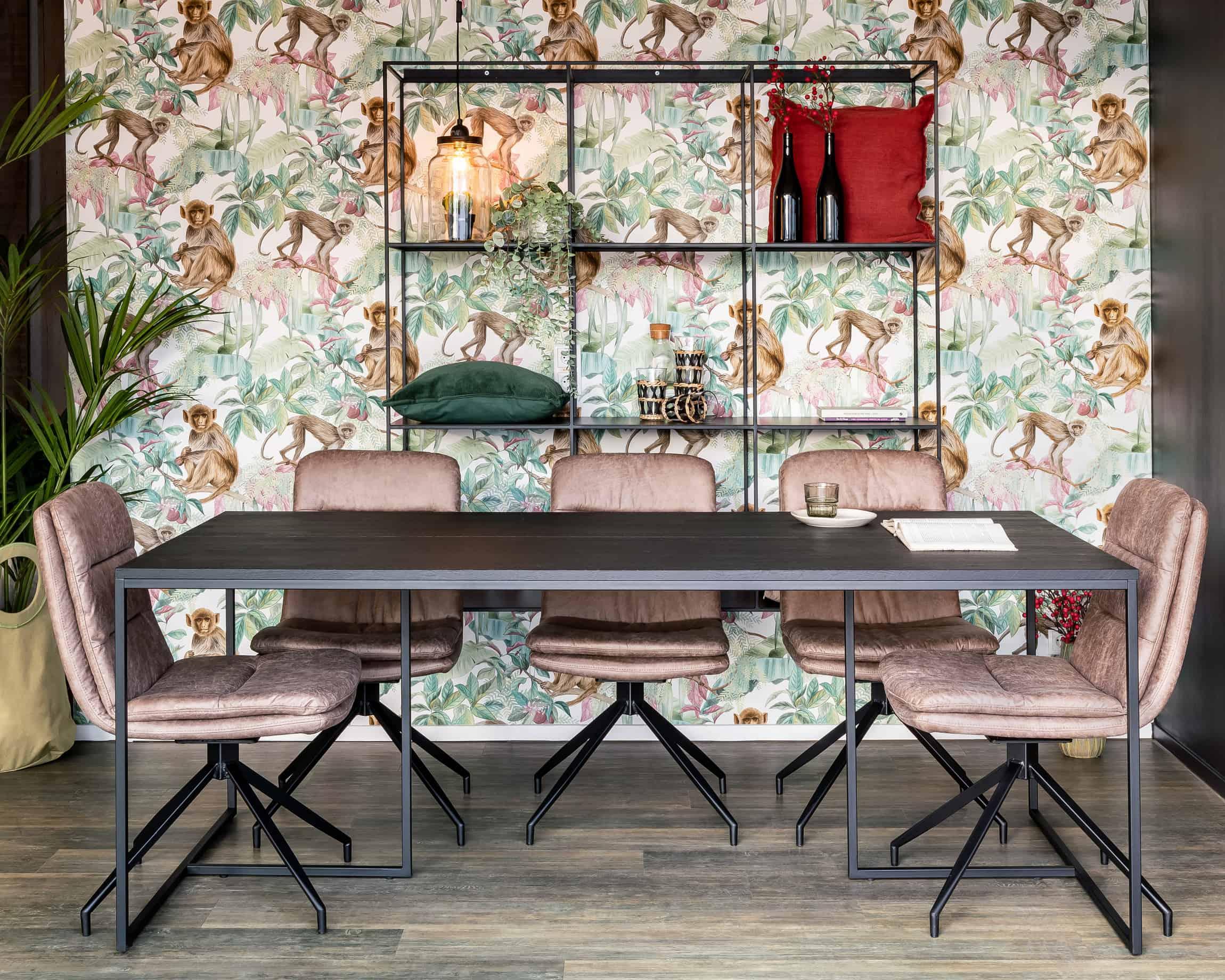 Elegante zwarte tafel Paris. Leverbaar in de maten 90x180cm, 200x100cm, 220x100cm, 240x100cm. • gevingerlast eiken tafeblad • elegante groef in het midden van het blad